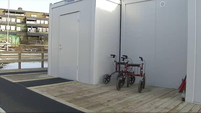 I sådana här containrar ska tio personer på ett äldreboende i Värmdö tvingas bo i. Foto: SVT