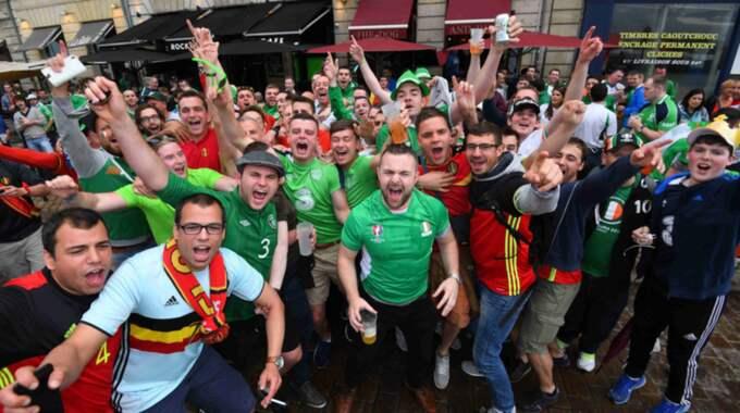 Belgiska och irländska fans i Bordeaux under fredagen. Foto: Vincent Kalut / PHOTONEWS