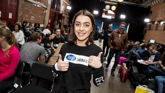 """Teuta,16, från Malmö är taggad. Hon ska sjunga """"Listen"""" av Beyoncé för juryn. Foto: CHRISTIAN ÖRNBERG"""