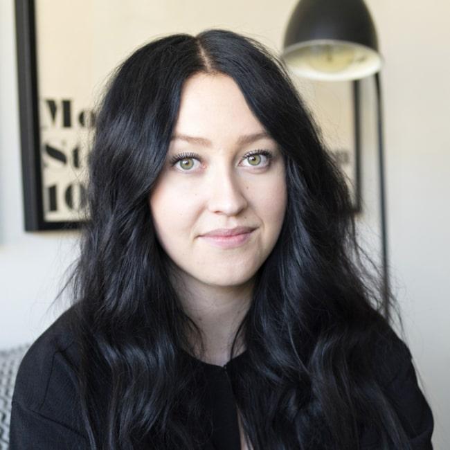 Frida Karlsson, 25, bor med pojkvännen Tobias Lindvall i en lägenhet på 50 kvadratmeter.