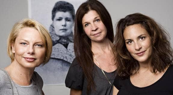 """Nästa jul sänder SVT storsatsningen """"Selma och Sophie"""" där författarens lesbiska kärleksliv står i fokus. Helena Bergström, Ingela Olsson och Alexandra Rappaport gör rollerna. Foto: SVT"""