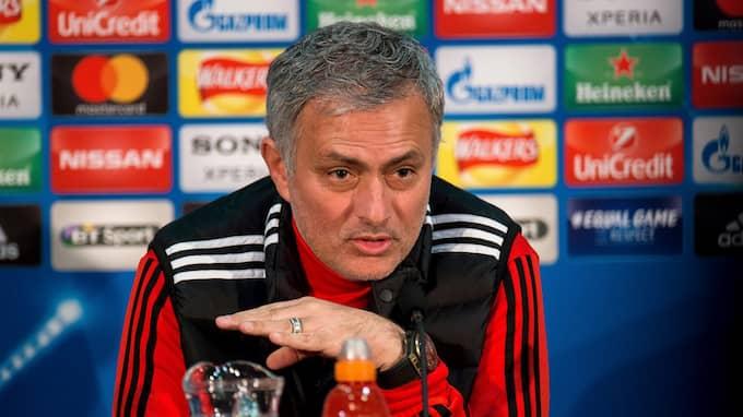 Mourinho håller hårt i sin målvakt. Foto: PETER POWELL / EPA TT NYHETSBYRÅN