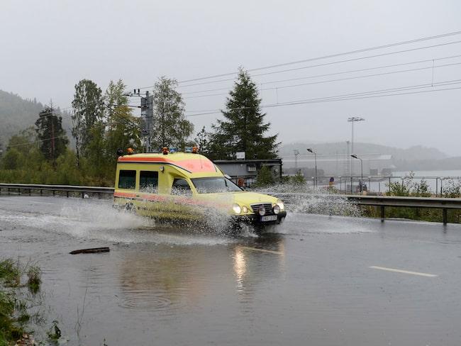 ... delvis på bekostnad av vägsatsningar. (Bilden är från riksväg 90, väster om Kramfors, 2013.)