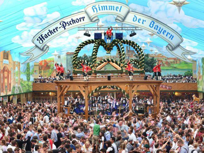 Münchens årliga Oktoberfest är i full gång