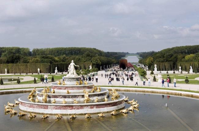 De flesta som besöker Versailles gör en dagsutflykt från Paris.
