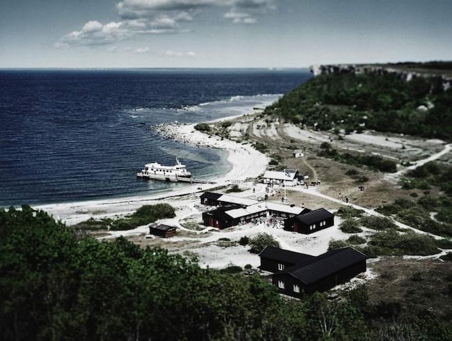 Stora Karlsö ligger cirka 30 minuters båtresa från Klintehamn på Gotlands västkust.