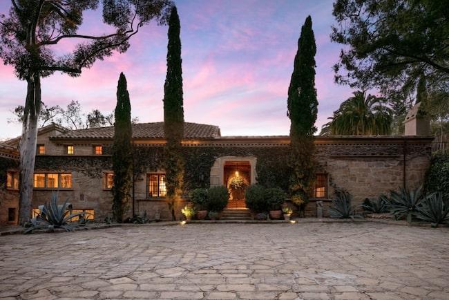 Det maffiga och Toscana-inspirerade huset ritades av arkietkten Wallace Frost på 30-talet.