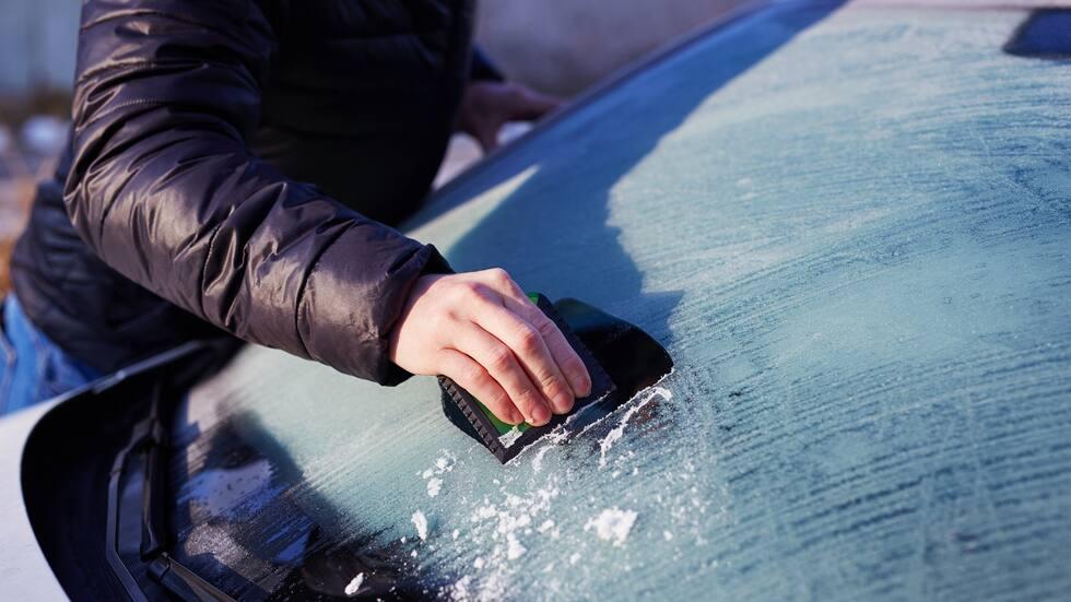 Smarta knepet – så slipper du skrapa bilrutorna i vinter