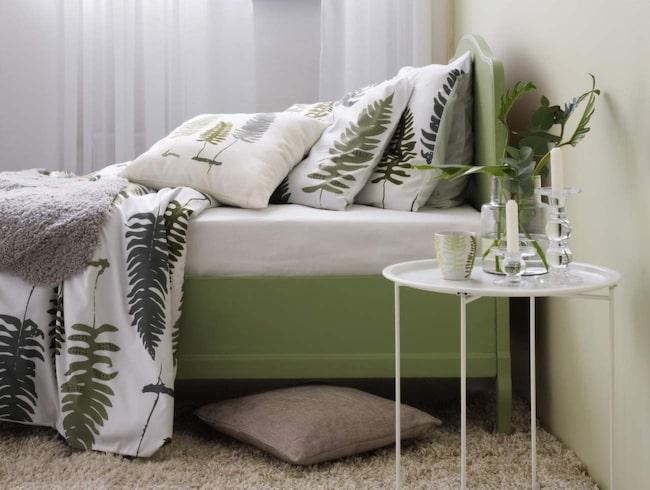 <span>En slarvig bäddning och en liten blomma på nattduksbordet gör att din bostad känns mer levande inför visningen.</span>