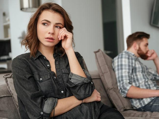 Känslan av att vara otillräcklig eller rädslan för att bli utbytt av sin partner är fullt naturlig. Men börjar din svartsjuka inskränka på din partners frihet kan det få förödande konsekvenser.