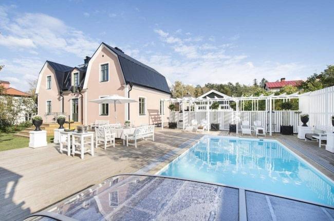 Grangatan 8, Linköping<br><strong>Utgångspris</strong>: 7 975 000 kr<br><strong>Bostadstyp</strong>: Friliggande villa<br><strong>Boarea</strong>: 190 m²<br><strong>Tomtarea</strong>: 1 087 m²<br><strong>Antal rum</strong>: 8 rum