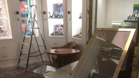 Det är stor förödelse i butiken efter kuppen. Foto: PRIVAT