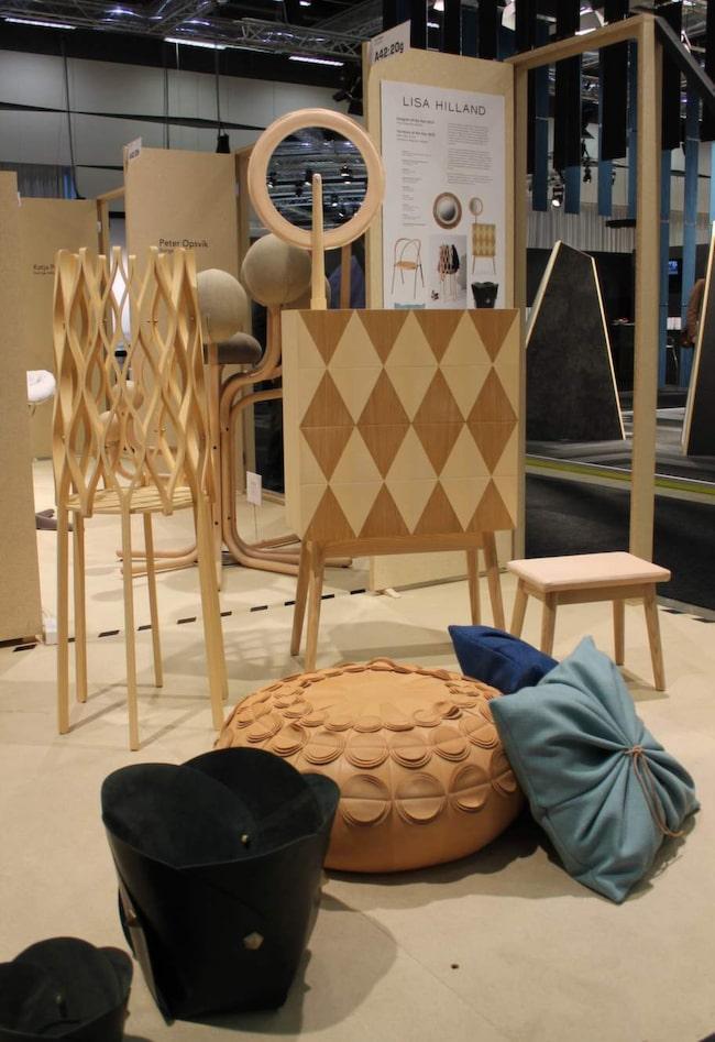 Materialmix! En trend är att blanda ljusa och mörka träslag. En byrå som fått mycket uppmärksamhet är Harlequin av Lisa Hilland. Av ask och ek. Från svenska Olby design.