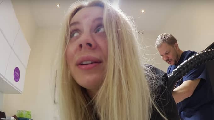 Therese Lindgren filmar när hon opereras Foto: Youtube