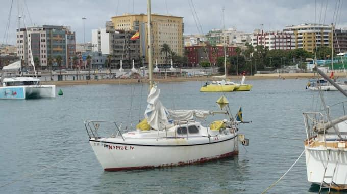 Hösten 2014 skrapade han mödosamt ihop 10 000 kronor och köpte sig en liten segelbåt, en begagnad sexmeters Havsfidra som han döpte till Nymue efter en av personerna i legenden om Kung Arthur.