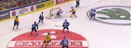 Här gör Danielsson mål Foto: TV12