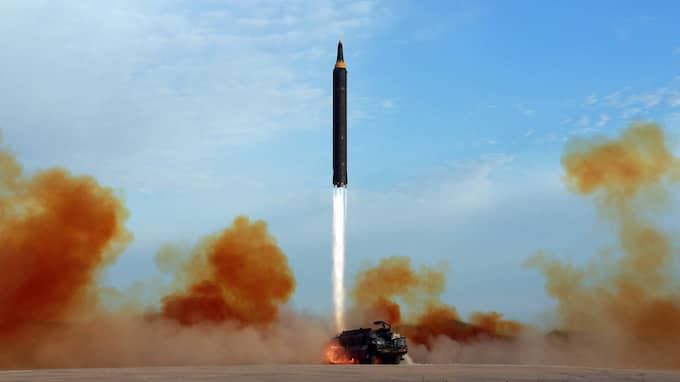 Bilden uppges visa testuppskjutningen av Hwasong-12 den 16 september. Foto: AP TT NYHETSBYRÅN