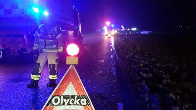 Enligt räddningstjänsten var bilisten som körde på pojken kvar på plats. Foto: MIKAEL BERGLUND