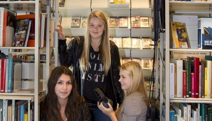 Skötsamma ungdomar på bibblan: Emelie Stark, Fanny Zetterberg och Rebecca Cederström Foto: Ylwa Yngvesson