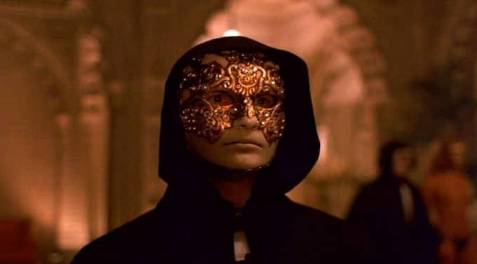 Är sig själv? Depraverad maskeraddeltagare i Eyes wide shut. Foto: Arkiv
