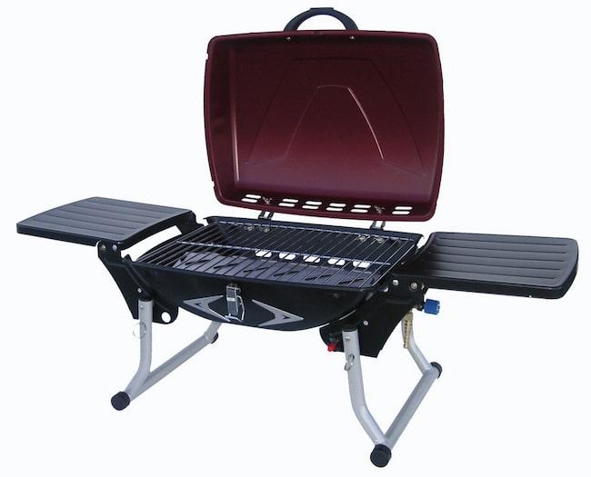 Lätt att ta med sig Namn: Bluegaz Smart grill Cirkapris: 995 kronor Grillyta: 45x34 centimeter. Kommentar: En funktionell bärbar grill. Enkel och praktisk att hantera. Lätt att ta med sig till stranden eller till campingen. Automatisk piezotändning. Grillen har två fällbara sidobord. Infällda kan borden användas som stekyta. Effekt: 3 500 watt. Info: scandy.se