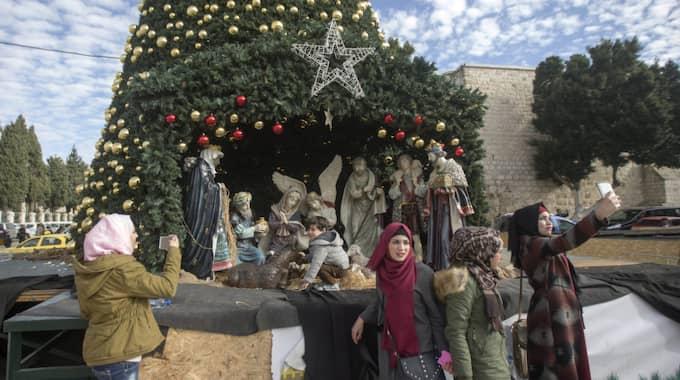 Tusentals fyller Krubbans torg under julhelgen. Foto: Atef Safadi / EPA EPA