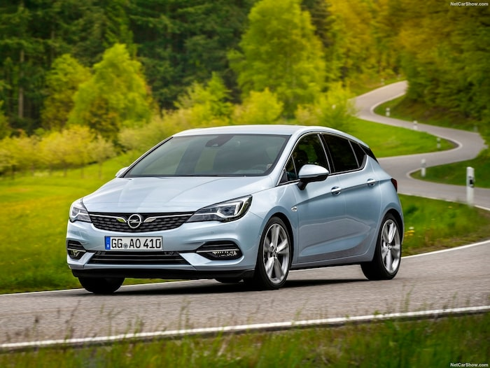 Opel Astra valdes till Årets bil i Europa 2016 men under 2019 gick försäljningen inte bra. (På bilden Astra årsmodell 2020.)