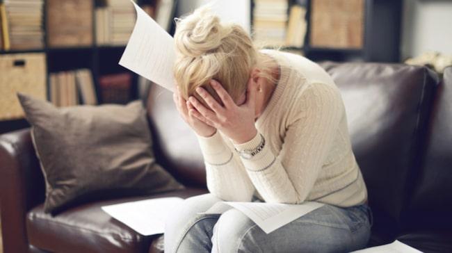 Värst är det för kvinnorna. Dubbelt så många kvinnor jämfört med män känner stress över hushållsarbetet.