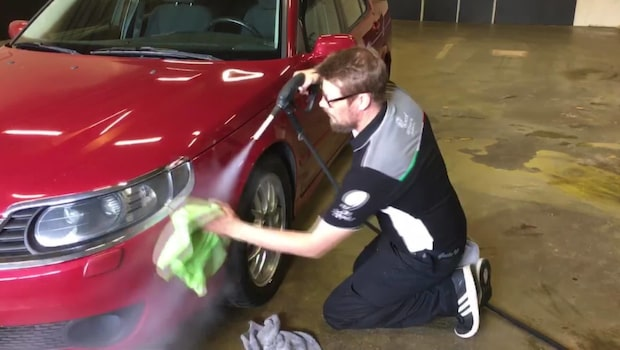 Nya miljövänliga biltvätten – tvättar med ånga