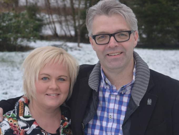 """BETYDER ALLT Rebecca Andersson är akut sjuk och behöver få en ny njure. Därför skänker maken Bengt Andersson en av sina. """"Jag kan inte tänka mig ett liv utan henne"""", säger han. Foto: Caroline Andersson"""