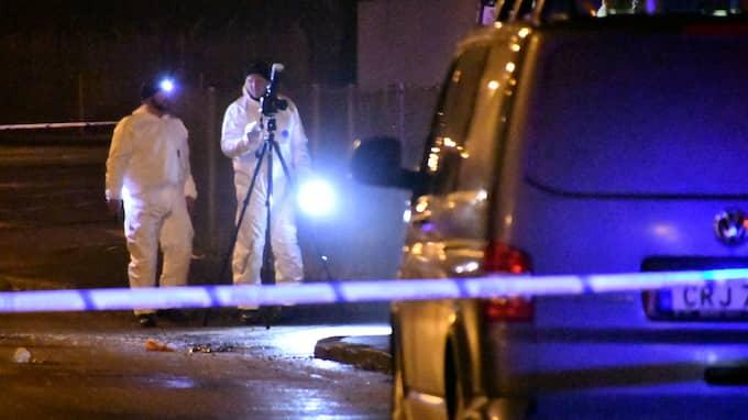 Den 21-årige mannen hade knivhuggits till döds. På söndagskvällen anhölls en 17-åring som misstänkt för brottet. Senare anhölls ytterligare två män i 20-årsåldern. Foto: MIKAEL NILSSON