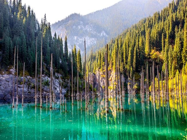 Kaindy Lake lockar vandrare och dykare.