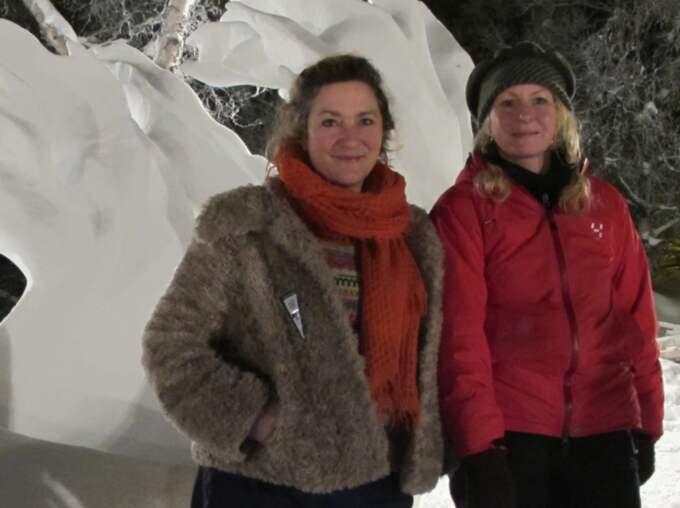 """Andra gången vinner duon första pris i Kirunas snöfestival. """"Det känns helt fantastiskt,"""" säger Lisa Lindqvist och Kate Monroe som byggt den. Foto: Robert Gustafsson"""