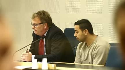 Mohammad Selman var en av ledarna i Backagänget. Han mördades i maj år 2014. Mannen till vänster i bild är försvarsadvokaten Jonas Lundberg. Foto: ANDERS YLANDER