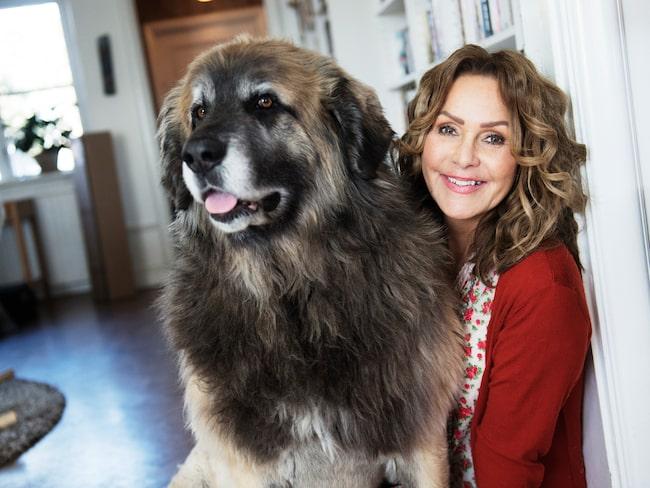 Anna Lindmarker bor i en 20-talsvilla i Stockholm. Här finns plats för både Blocketfynd och två stora hundar.