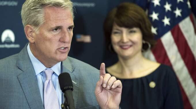 Kevin McCarthy, Republikanernas ledare i representanthuset, säger i det bandade samtalet att han tror att Trump avlönas av Putin. Foto: Cliff Owen / AP/ TT