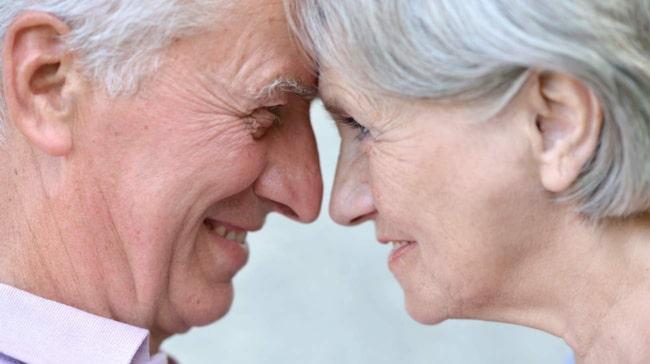 Damerna tar hem kampen om flest friska år efter pensionen. Svenska kvinnor kan räkna med att passera 80-årsdagen vid god vigör.