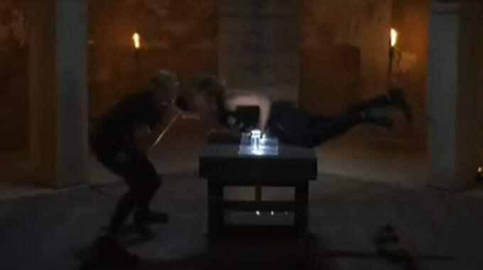 """Något som kan liknas en brottningsmatch utbröt i Nattduellen i """"Mästarnas mästare""""."""