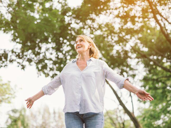 En ny studie visar att du inte behöver tillbringa särskilt mycket tid eller ens röra dig för att kortisolet ska sjunka när du är ute i naturen.