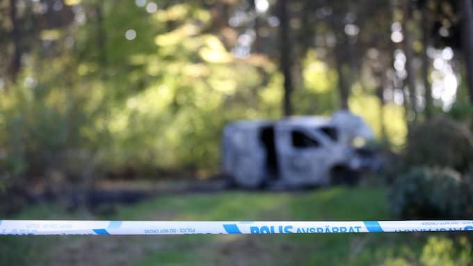 Bilen hittades på undanskymd plats i en skogsdunge vid Maglehem. Foto: Peo Möller