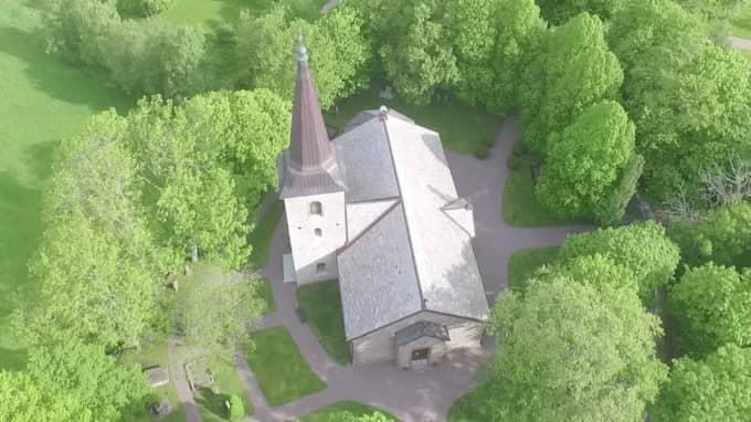 Nya fynd har gjorts vid en kyrka i letandet efter Lisa Holm.