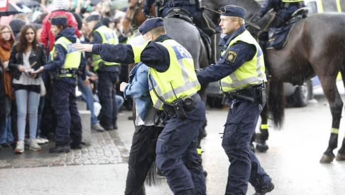 Kaos bröt ut när Sverigedemokraternas partiledare Jimmie Åkessons skulle hålla tal i Göteborg. Foto: Jan Wiridén