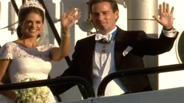 Här anländer brudparet till Drottningholm