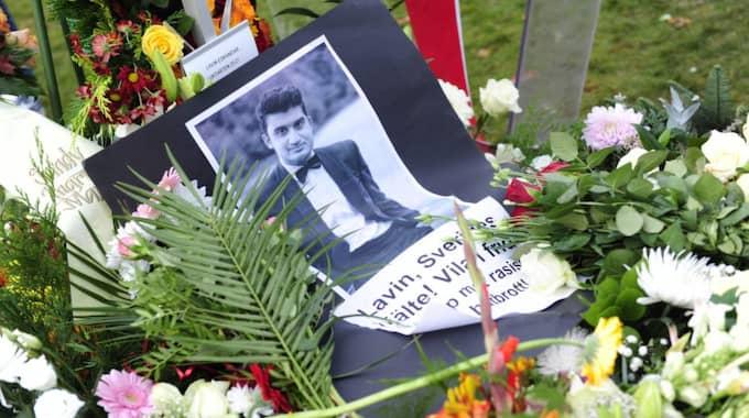 I tre timmar firades Lavin Eskandars liv efter begravningsceremonin.
