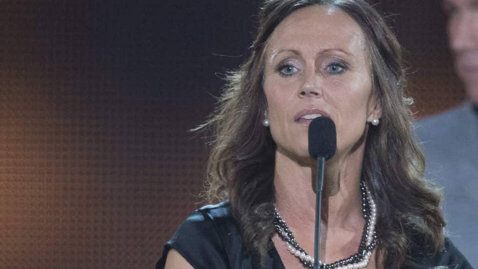 Här tar hon emot priset som Sveriges bästa domare. Foto: Sven Lindwall