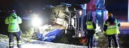 JUST NU: Lastbil har  vält – stopp i trafiken