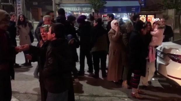 Minst 14 döda efter jordbävning i Turkiet