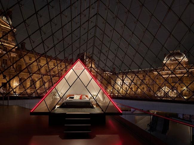 Vad sägs om egen sovpyramid på Louvren?