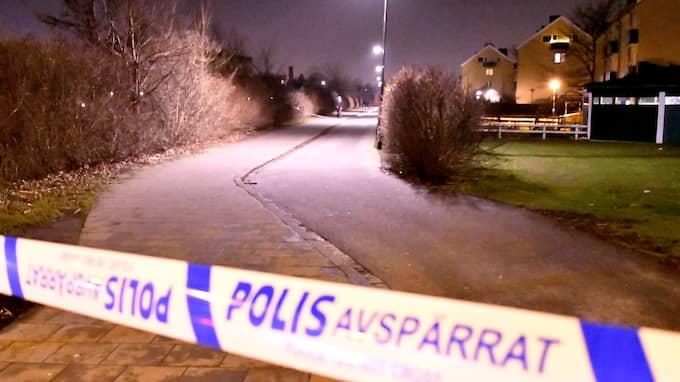 Polisen spärrade av en plats på Seved. Foto: MIKAEL NILSSON