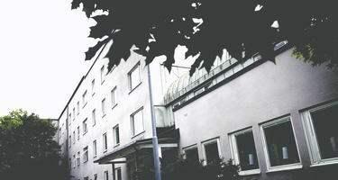 HANN INTE KOMMA HIT. Skolhälsovården skickade en remiss till vuxenpsykiatrin i Borås om att Niklas, 18, hade självmordstankar och behövde akut hjälp. Men på vuxenpsykiatrin missförstod man remissen och ringde först efter en månad. Då hade Niklas hunnit ta sitt liv.